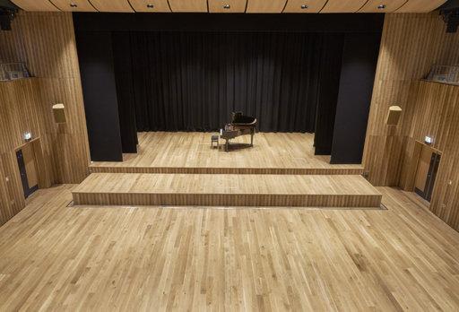 Junckers Solid Oak Flooring, Silk Matt Lacquered, Classic, 140x20.5 mm Image 3