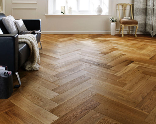Chene Herringbone Engineered Brushed, Lacquered, Natural Oak Flooring, 600x150x14 mm